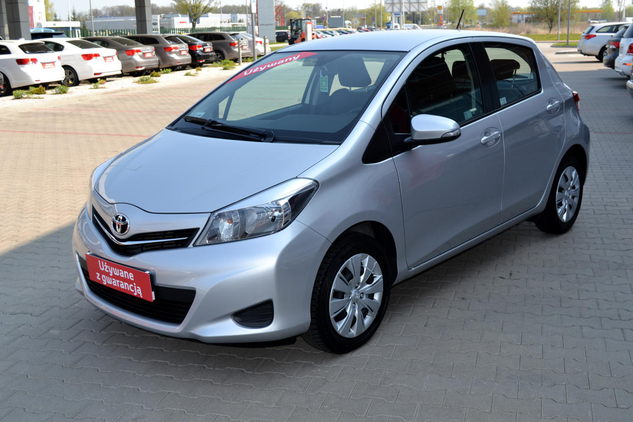 toyota yaris 1 0 active benzyna 2014 r. Black Bedroom Furniture Sets. Home Design Ideas