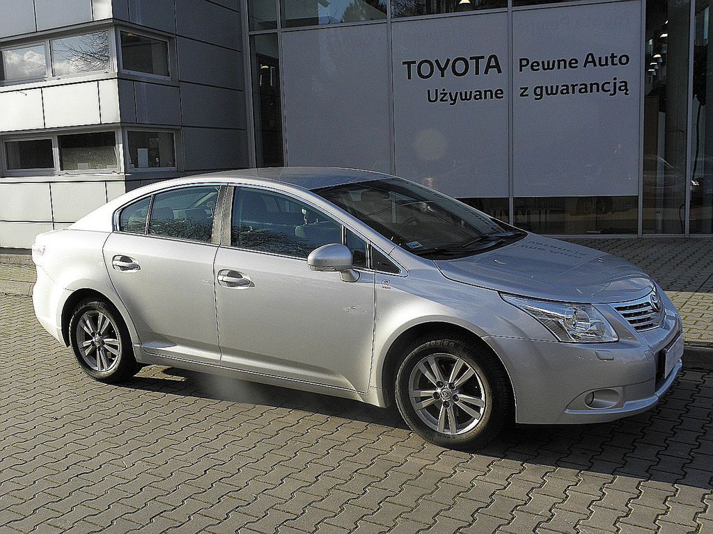 toyota avensis 1 8 sol benzyna 2011 r. Black Bedroom Furniture Sets. Home Design Ideas