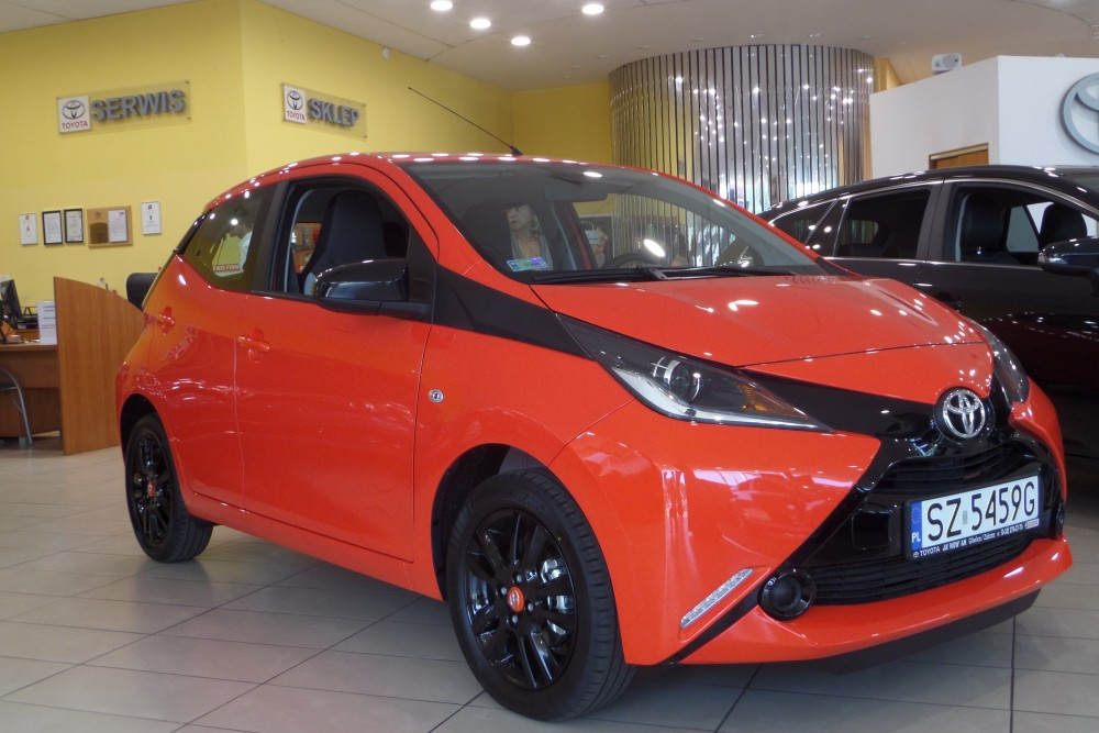 toyota aygo 1 0vvt i x play x touch x trav benzyna 2016 r. Black Bedroom Furniture Sets. Home Design Ideas