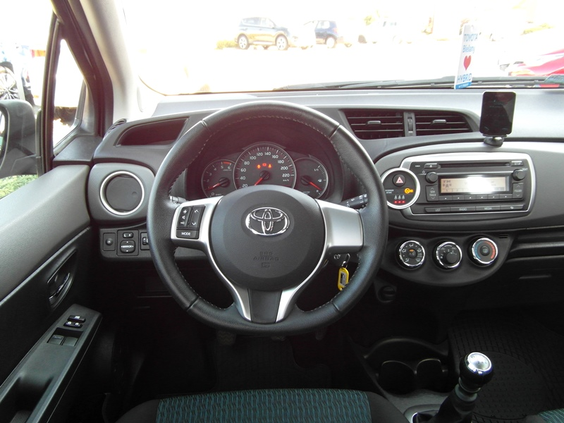 toyota yaris 1 4 d4d active inne 2012 r. Black Bedroom Furniture Sets. Home Design Ideas