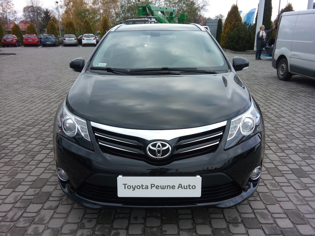 toyota avensis 1 8 sol business benzyna 2012 r. Black Bedroom Furniture Sets. Home Design Ideas
