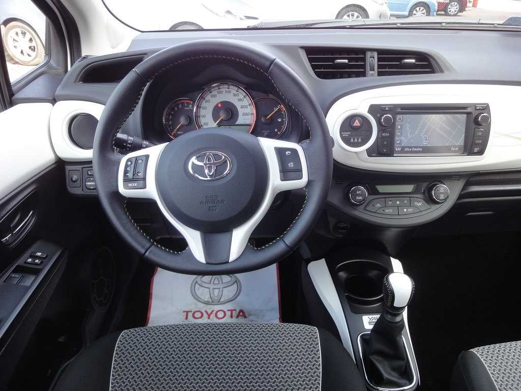 toyota yaris trend cool smart navi benzyna 2013 r. Black Bedroom Furniture Sets. Home Design Ideas